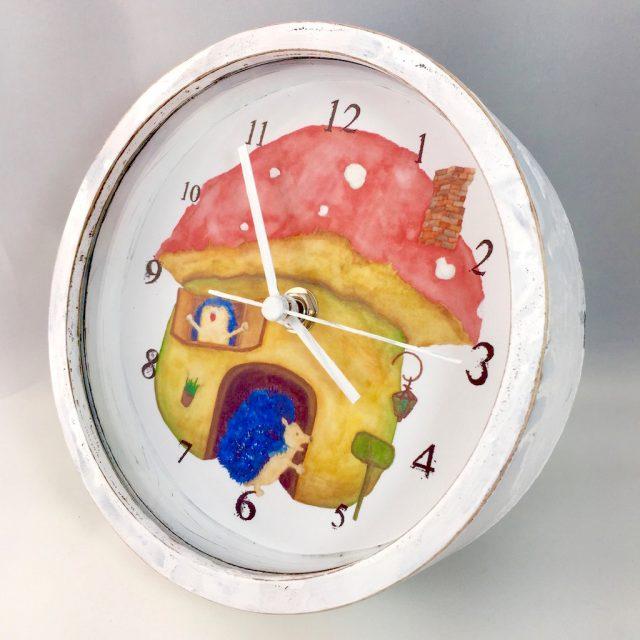 ハリネズミのマッシュルームハウス時計 - 横