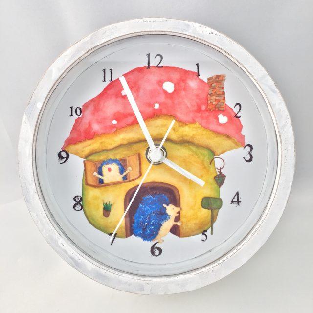 ハリネズミのマッシュルームハウス時計 - 正面